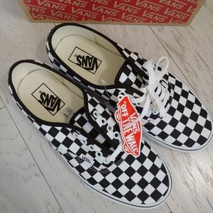 VANS checkerboard lace up skate shoes NEW